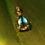 mclean-jewelry-Sri-Lankian-blue-moonstone-pendant-in-gold